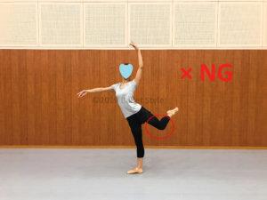 間違ったアティテュードを見せるダンサー