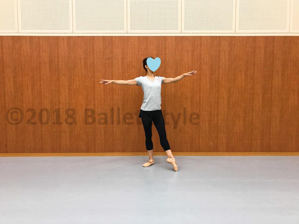 エファセドゥヴァンをする女性ダンサー