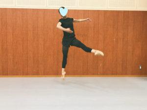 バロネをするダンサー