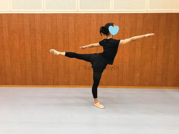 プロムナードするバレエダンサー