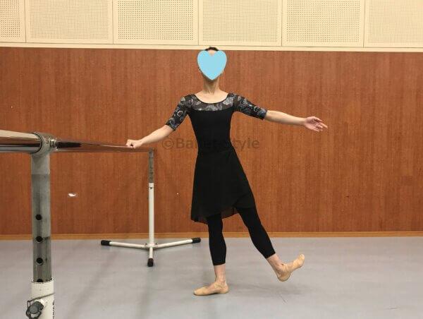 フレックスするバレエダンサー